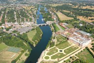 Aerial photograph of East Molesey and Hampton Court Palace